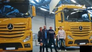 Abholung neuer LKW im Mercedes-Benz Werk
